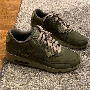 Nike Air Max Forest Green NWOB 7 Y